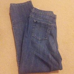 "Amanda Medium dark stretch denim jeans 16s Gloria Vanderbilt ""Amanda"" stretch denim jeans. 5 pocket, belt loops. Nice brushed finish is soft, but strong. Variegated medium dark denim weave. Straight leg classic to mid rise fit (not low rise or super high). Worn once or twice and washed once or twice. No damage. 72% cotton, 27% polyester, 1% spandex. Has a nice amount of stretch without behaving like jeggings. Offers welcome. Gloria Vanderbilt Pants Straight Leg"