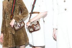 En backstage du défilé Gucci printemps-été 2015 http://www.vogue.fr/mode/inspirations/diaporama/fwpe2015-en-backstage-du-defile-gucci-printemps-ete-2015/20351/image/1072732#!10