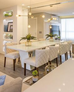 Get inspired by these modern dining room design ideas! Dining Room Table Decor, Elegant Dining Room, Luxury Dining Room, Dining Table Design, Dining Room Lighting, Kitchen Decor, Room Decor, Dining Room Sets, Dining Tables