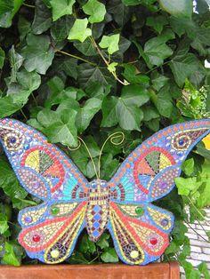 mozaiek vlinder Mosaic Birdbath, Mosaic Garden Art, Mosaic Art, Mosaic Glass, Butterfly Mosaic, Mosaic Birds, Dragonfly Art, Paper Butterflies, Beautiful Butterflies