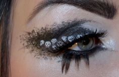 Halloween calls for something outrageous therefore glam up the eyes with spooky Halloween eye makeup ideas & looks of Goth Makeup, Makeup Art, Beauty Makeup, Hair Makeup, Makeup Ideas, Spooky Halloween, Halloween Eye Makeup, Holiday Makeup, Halloween Costumes