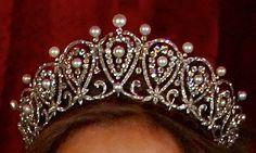 Tiara Rusa o de Mª Cristina. Casa Real de España. Realizada para Doña Cristina de Austria, Reina Regente de España. Inspirada en los tocados rusos (Kokoshnikc), y realizada en platino, perlas y diamantes.