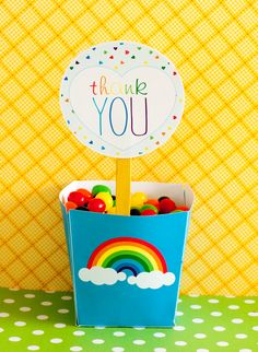 This PRINTABLE (DIY) Party Favor Box is perfect for your upcoming Rainbow Party. Print the file at home or your local print shop and then cut! Print, cut and party! As easy as that! This listing is for 1 PRINTABLE favor box. Rainbow Loom Party, Rainbow Party Favors, Rainbow Parties, Rainbow Brite, 5th Birthday Party Ideas, Rainbow Birthday Party, Birthday Favors, 4th Birthday, Birthday Cakes