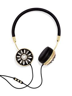 FRENDS: Capsule collections of luxury headphones for women. BaubleBar X FRENDS collaboration available at BaubleBar. [Image courtesy of Frends]