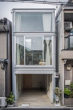 Narrow Modern House Design: A Narrow House Built Within Heavily Populated Osaka Japanese Architecture, Interior Architecture, Exterior Design, Interior And Exterior, Narrow House, House Built, Japanese House, Modern House Design, Japan House Design