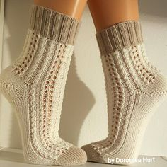 Wool Socks, Knitting Socks, Hand Knitting, Mitten Gloves, Mittens, Ladies Gents, Newspaper Crafts, Knee Socks, Knitwear