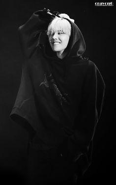 Read G-Dragon (BIGBANG) from the story Kpop Facts ; G-Dragon est un passionné de. Daesung, Gd Bigbang, Bigbang G Dragon, Gd Mrng, G Dragon Cute, G Dragon Top, G Dragon Black Hair, Choi Seung Hyun, Pop Bands