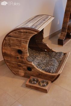 Make This Pallet Moon Pet Bed For Your Cat/Dog Animal Pallet Houses & Pallet SuppliesDIY Pallet Video Tutorials