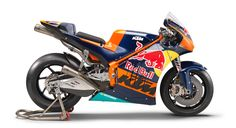 Video of the KTM RC16 MotoGP bike and its 90 degree V4 engine.