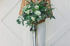 Green bridal bouquet | Wedding & Party Ideas | 100 Layer Cake