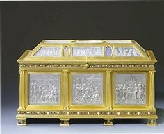 Catherine de Medici : The most valuable object she brought with her to France was the casket of rock crystal by the Italian master gem cutter, Valerio Belli Vincentino. The panels depicted various religious scenes.