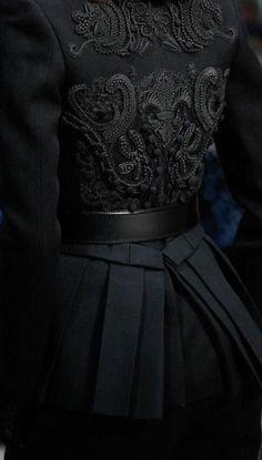 haute couture dress couture couture dresses couture kleider couture rose couture rules ~ It's a Colorful Life ~ Dark Fashion, High Fashion, Womens Fashion, Black Aesthetic Fashion, Korean Fashion, Queen Aesthetic, Dark Queen, Fashion Details, Fashion Design