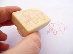 Tampon en gomme motif éléphant origami gravé à la par Kraftille, €6.00