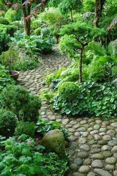 Schöne Gartenpfade, die Sie leicht selbst erstellen können.