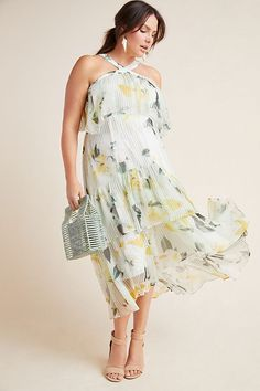 37b725e34a8f1 Gorgeous spring maxi dress with chiffon in plus size #plussizedresses #plussize  Plus Size Fashion