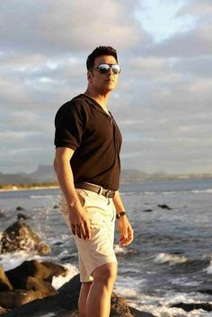 Akshay Kumar sir In a still from .love liife like The Shaukeens, Akshay Kumar Photoshoot, Akshay Kumar Style, Indian Star, Francisco Lachowski, Boys Over Flowers, Dark Photography, Katrina Kaif, Salman Khan