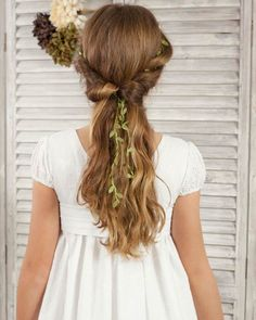 vestidos-de-comunion-zamora Flower Girl Hairstyles, Braided Hairstyles, Wedding Hairstyles, Country Flower Girls, First Communion Dresses, One Hair, Girls Braids, Crazy Hair, Vintage Hairstyles