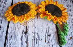 Crochet sunflower ties, sunflower comb, hair accessories, gift for kids Crochet Jacket Pattern, Crochet Patterns, Crochet Home, Crochet Gifts, Creative Gifts, Creative Ideas, Lace Umbrella, Crochet Sunflower, Ribbon Decorations