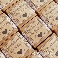 Lembrancinhas criativas. Lembrancinhas de casamento rustico. Lembrancinhas de casamento. Embalagens para casamento. Disponivel no site www.amorcriativo.com.br