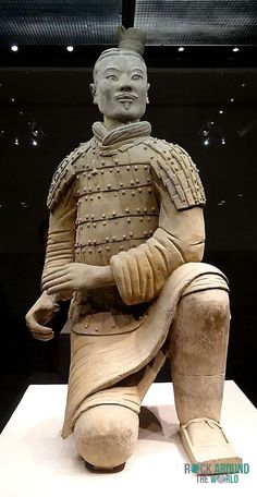 Kniender Bogenschütze der Terrakotta Armee vom Kaiser Qín Shǐhuángdì in Halle 2 – Kneeling Archer of the Terracotta Warriors of the first emperor Qín Shǐhuángdì in Pit 2 in Xi'an, China