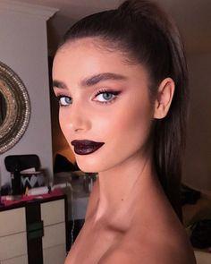 Veja as melhores maquiagens do Golden Globe 2018. Delineado, batom cereja e pele iluminada foram as tendências que as celebridades usaram.