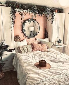 Bohemian Minimalist with Urban Outfiters Bedroom Ideas Bedroom decor; modern bed room decor ideas on a budget; Room Decor Bedroom, Dorm Room, Bed Room, Bedroom Themes, Bedroom Lighting, Design Bedroom, Cozy Bedroom, Bedroom Inspo, Bedroom Ideas On A Budget