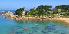 Am Strand von Ploumanac'h, Bretagne. Beautiful World, Beautiful Places, Great Places, Places To Visit, Region Bretagne, Belle France, Brittany France, Visit France, Corfu