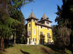 In the beautiful surroundings of Lake Maggiore, is this charming castle with 400 m² living space. The property is surrounded by a large garden of over 3,000 m². planted with old and  precious trees. From the rooms and the veranda at the top of the tower there is a wide view on the lake and the surrounding mountains. More photos about this offer you will see here: http://www.arzumanidis.co.uk/ita/1400_1/index.htm