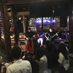 Alegre el party con @juancalaverabanda en @restaurantemonoloco