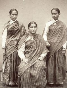 Christian women of Malabar These Women are apart of Kerala, Tulu Nadu etc; Rare Photos, Vintage Photographs, Vintage Photos, Vintage India, History Of India, Asian History, Om Namah Shivaya, Jaisalmer, Udaipur