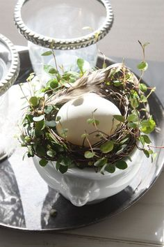 Easter egg surrounded by wreath for each place setting. Easter Celebration, Vintage Easter, Spring Green, Spring Flowers, Happy Easter, Spring Time, Easter Eggs, Natural, Bird Nests