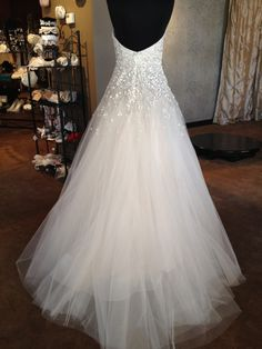I'd LOVE to be married in this dress!