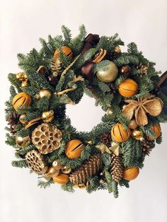 Simple Evergreen Wreath - DIY Wreath - Simple and Creative DIY Christmas Wreath Ideas and Designs - Beautiful Christmas Christmas Wreaths For Windows, Christmas Flower Decorations, Holiday Decor, Christmas Feeling, Christmas Candy, Christmas Diy, Diy Wreath, Santa Wreath, Wreath Fall