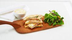 Oppskrift på Quesedilla med Ridderost og skinke, foto: Spoon Rest, Quesadilla, Tapas, Snacks, Tableware, Ethnic Recipes, Kitchen, Food, Appetizers