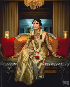 30 Bridal Kanjeevaram Sarees I'm Loving This Month – Sari de mariage Kanjeevaram or. Bridal Sarees South Indian, South Indian Wedding Saree, Indian Bridal Outfits, Wedding Silk Saree, Indian Silk Sarees, Indian Bridal Fashion, Wedding Outfits, South Indian Bride Jewellery, Gold Silk Saree