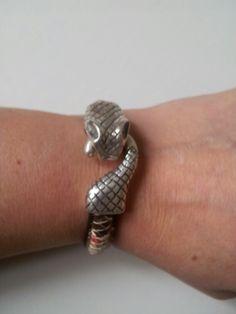 Pulsera de cierre serpiente Silver Rings, Jewelry, Bangle Bracelets, Jewels, Schmuck, Jewerly, Jewelery, Jewlery, Fine Jewelry