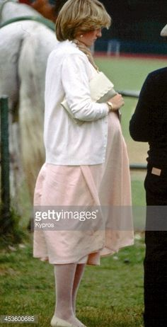 453600685-heavily-pregnant-diana-princess-of-wales-gettyimages.jpg (303×594)