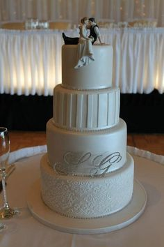 Elegant 4 tier Wedding Cake Bling Wedding Cakes, 4 Tier Wedding Cake, Wedding Cakes With Flowers, Beautiful Cakes, Amazing Cakes, Wedding Coordinator, Wedding Planner, Cupcakes, Wedding Pinterest