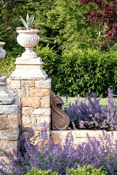 Most up-to-date Cost-Free french Garden Landscaping Strategies A person with a well-tended garden knows the endless hours that is eaten up by chores. Country Landscaping, Garden Landscaping, Landscaping Ideas, Provence Garden, Provence Style, Landscape Design, Garden Design, Most Beautiful Gardens, Purple Garden