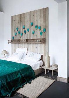 103-Dormitorio blanco y turquesa con cabecero de tablones vintage.jpg (400×567)