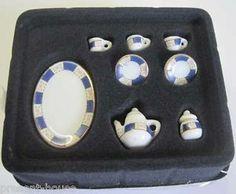 Kaffeeservice Porzellan blau weiss Rosenmuster 10 Teile Puppenhaus Miniatur 1:12