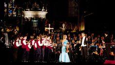 Il grande tenore Andrea Bocelli da anni è al fianco della Fondazione Francesca Rava – N.P.H. Italia Onlus nell'aiutare i bambini in condizioni di disagio e in particolare i bambini di Haiti.  Concerto musica sacra-Duomo di Milano-Foto L. Rossetti