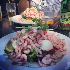 Flickorna Helin & Voltaire Cafe Fresh Rolls, Stockholm, Sweden, Chicken, Ethnic Recipes, Food, Essen, Meals, Yemek