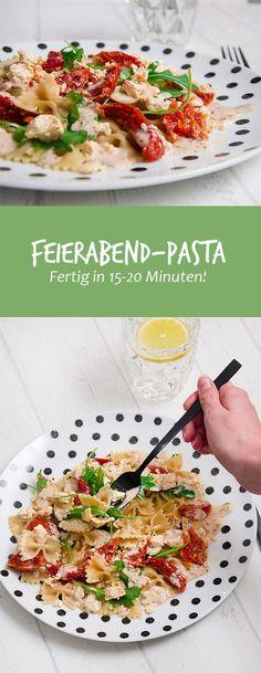 """Dieses Rezept gehört definitiv in die Kategorie - schneller geht's kaum. Zumindest nicht, wenn ihr """"frisch"""" kochen wollt - wobei selbst ein Nudelgericht für die Mikrowelle dürfte fast genausoviel Zeit in Anspruch nehmen. Ich behaupte jetzt mal ganz frech, dass jeder, wirklich jeder die Pasta mit Feta, Tomaten und Rucola in ca. 15-20 Minuten hinbekommt."""