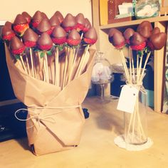 Because I like chocolate more than I like flowers. Valentines day bouquets for my loves Because I like chocolate more than I like flowers. Valentines day bouquets for my loves Valentines Flowers, Valentines Day Food, Valentine Gifts, Saint Valentine, Like Chocolate, Chocolate Desserts, Chocolate Flowers, Chocolates, Edible Arrangements