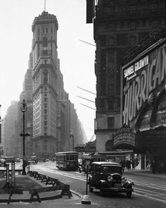 Vintage New York. Flatiron Building and cars. Old Pictures, Old Photos, Vintage Photos, Flatiron Building, Vintage New York, New York City, Photo New York, Amsterdam, A New York Minute