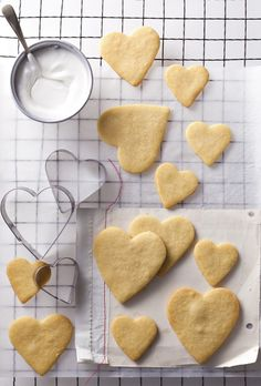 Vanilla biscuits -no words Sweets Recipes, Baking Recipes, Cookie Recipes, Diwali Recipes, Healthy Recipes, Cupcake Cookies, Sugar Cookies, Cupcakes, Vanilla Cookies