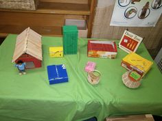 'Dear Zoo' story table Dear Zoo Activities, English Activities, Animal Activities, Book Activities, Dear Zoo Book, Zoo Project, Story Sack, Reception Class, Role Play Areas