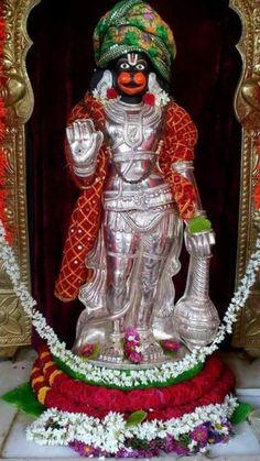 Lord Anjaneya, Hanuman Hd Wallpaper, Shri Hanuman, Krishna, Hanuman Photos, Lakshmi Images, Indian Goddess, Lord Shiva Painting, Ganesha Art