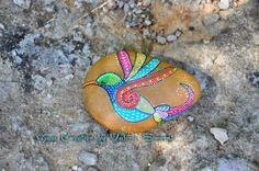 Galet de plage peint à la main. Ces pierres, choisies par mes soins sur des…